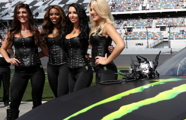 monster-energy-girls-3