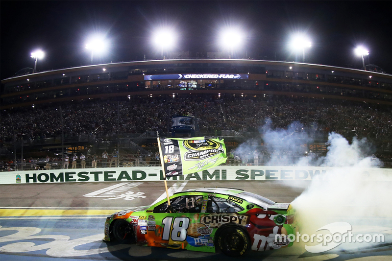 nascar-cup-homestead-2015-2015-nascar-sprint-cup-champion-kyle-busch-joe-gibbs-racing-toyo